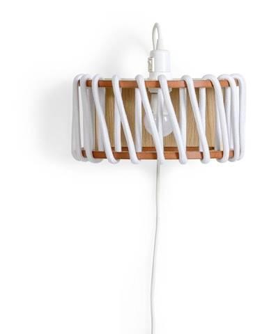 Biela nástenná lampa s drevenou konštrukciou EMKO Macaron, dĺžka 30 cm